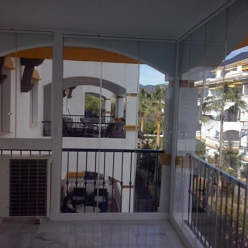 Glass curtain walls in terraces.: Works. de NeoGlass
