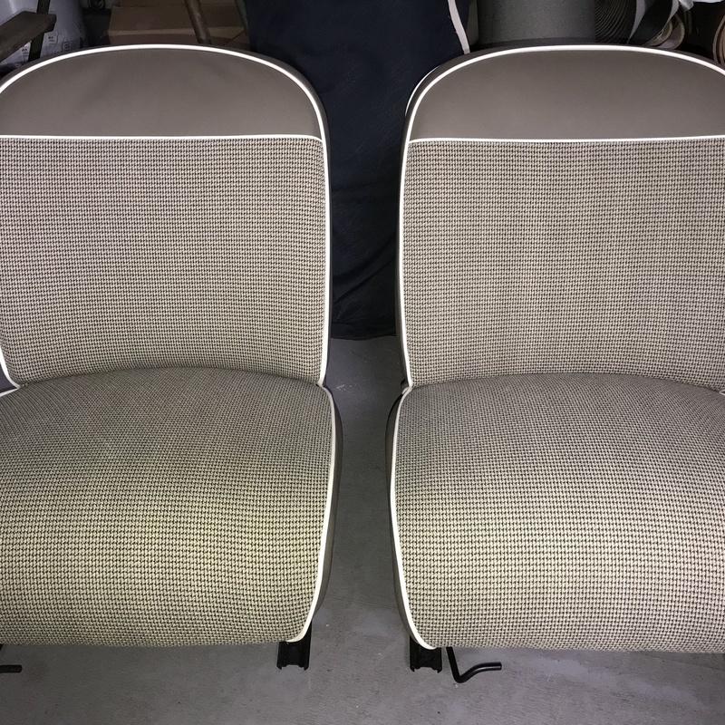 Asientos de Seat 600 tapizados en tela original.