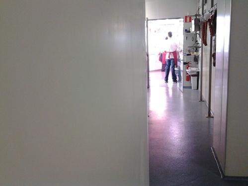 Pasillo interior de la carnicería