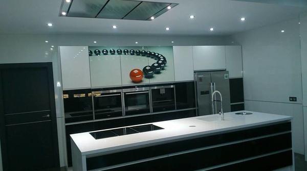Cocina Luxe blanco Luxe negro: Trabajos realizados de Cocinas Benamu, S. C. A.