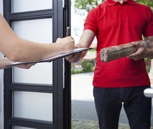 Recogida y entrega de pequeños paquetes