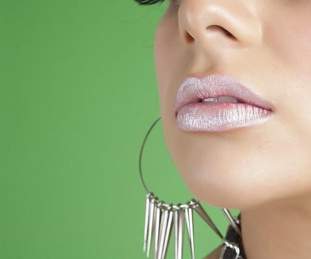 Tratamiento de hilos tensores para la zona de los labios