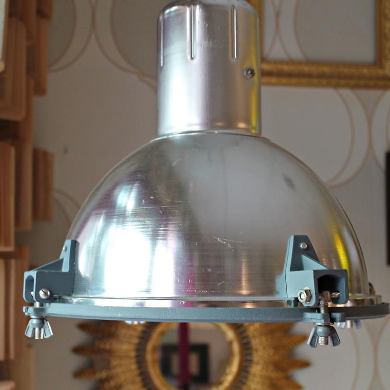 Pareja de focos industriales años 70   REF: LAM315:  de Ruzafa Vintage