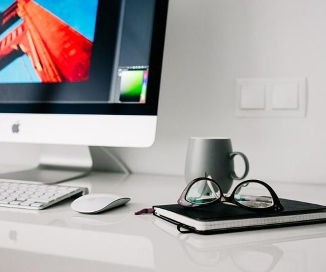 Ventajas de las mesas de cristal para oficinas