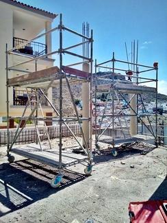 Andamio móvil de aluminio para demolición de pilares: Obra: residencial Anaga.