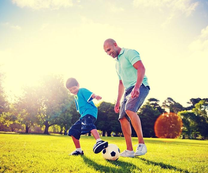 Cada vez que dejas ganar a tu hijo, le arrebatas una oportunidad para crecer