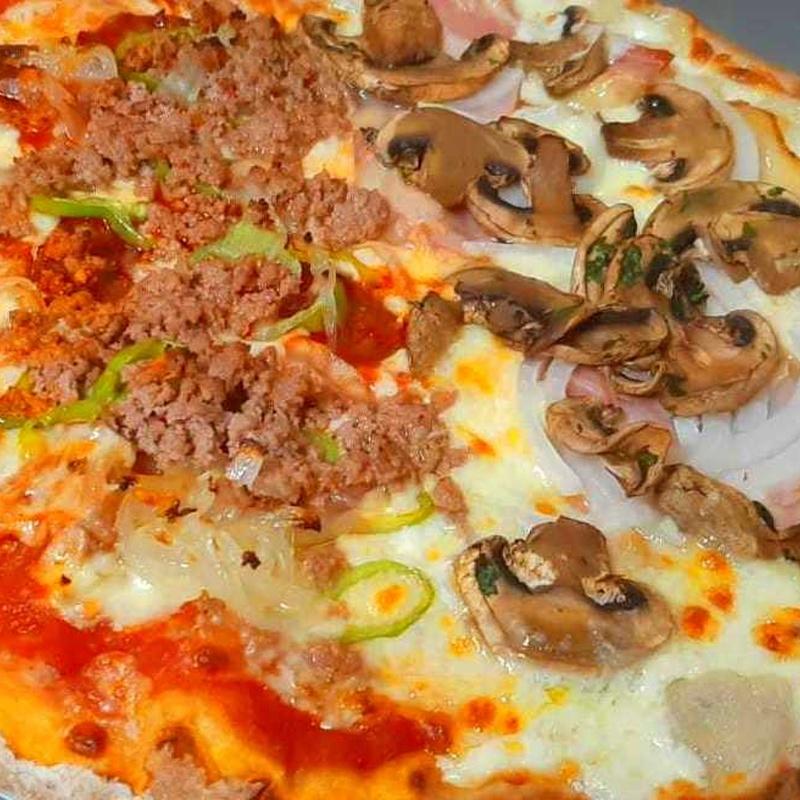 PIZZA POR MITADES: Nuestras Pizzas de Pizzería Las Tres B