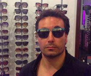 Nuestro amigo con las gafas Neymar. Police.