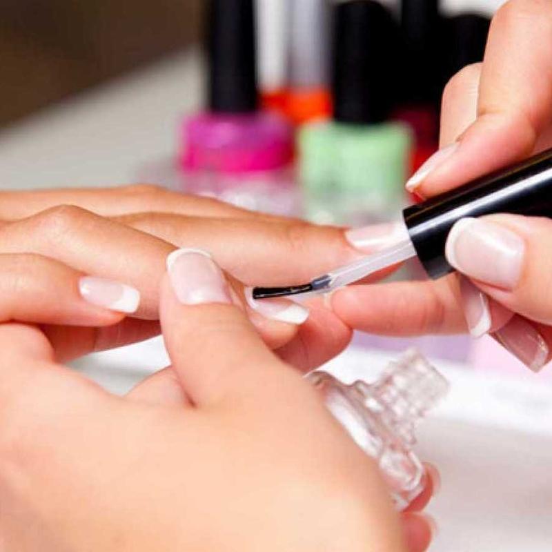 Manicura con Parafina: Servicios de Divinity Body Nails