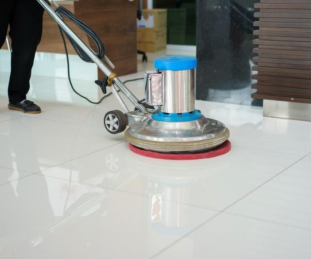 La limpieza con cepillo rotativo