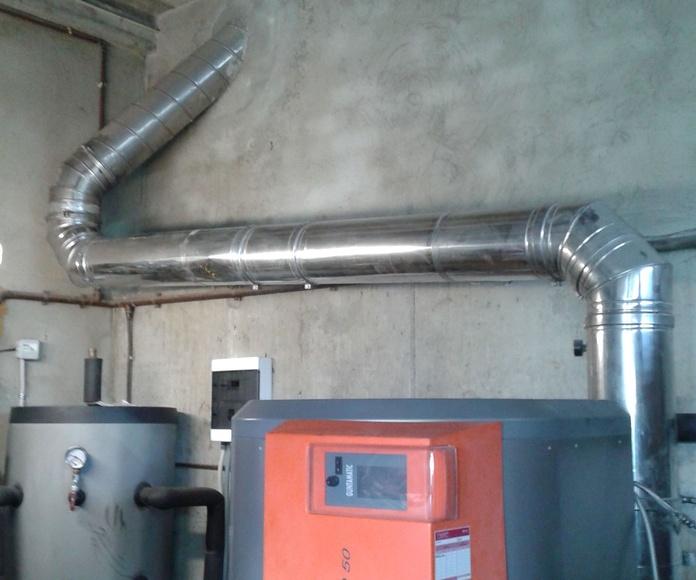 Chimenea caldera biomasa.