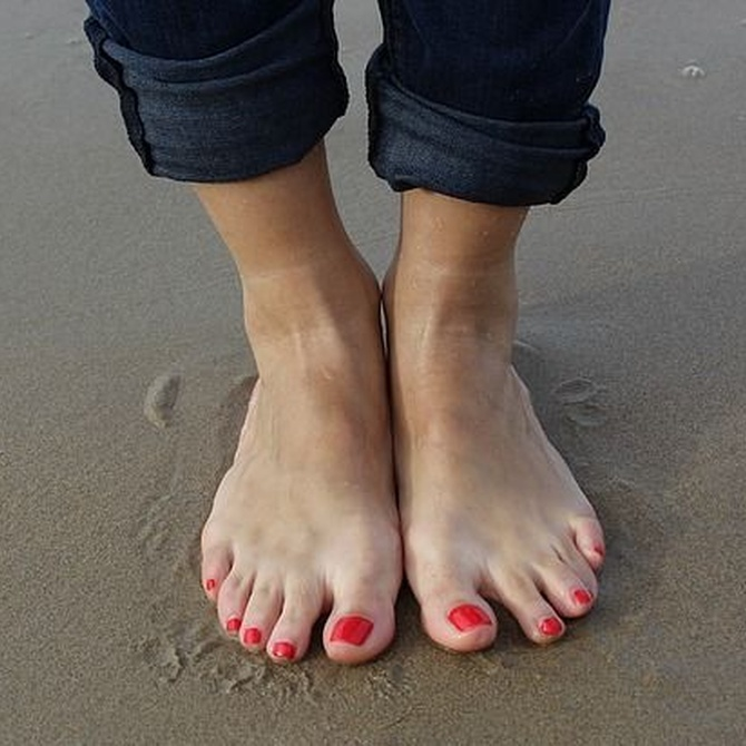 Cómo eliminar los callos y durezas de los pies