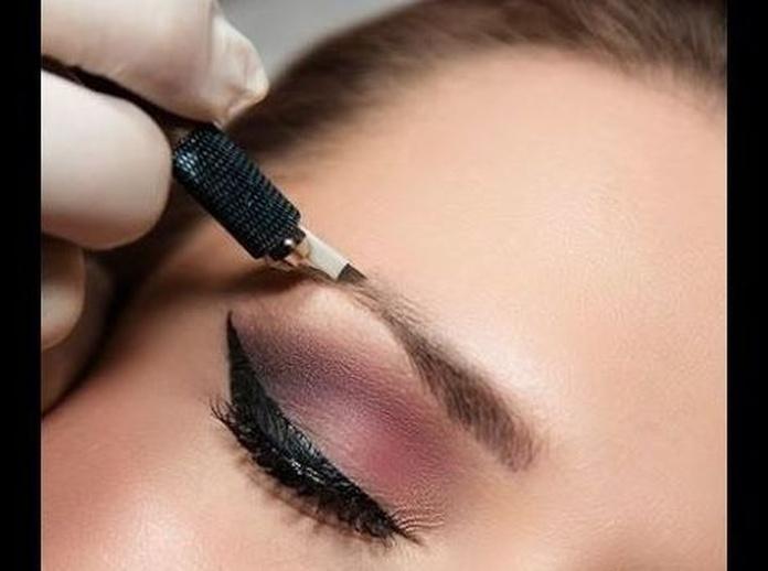 Técnica de cejas Microblanding