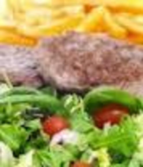 Carne de hamburguesa, papas fritas, huevos fritos y ensalada: Nuestra Carta de Happy Burger