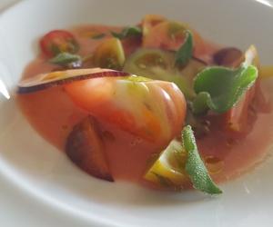 Tomates de Piñel y ceviche de ostra.