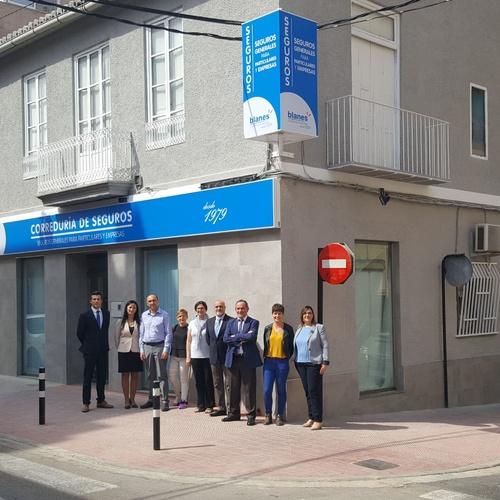 Equipo de Blanes OTS con la fachada nueva terminada