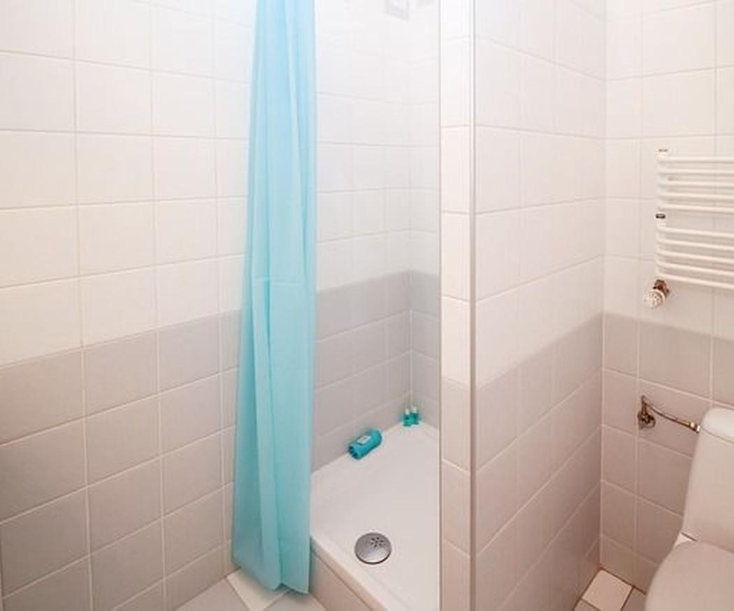 Ahorra dinero cambiando tu bañera por un plato de ducha