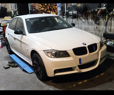 BMW E90 325D - Firestone Roadhawk