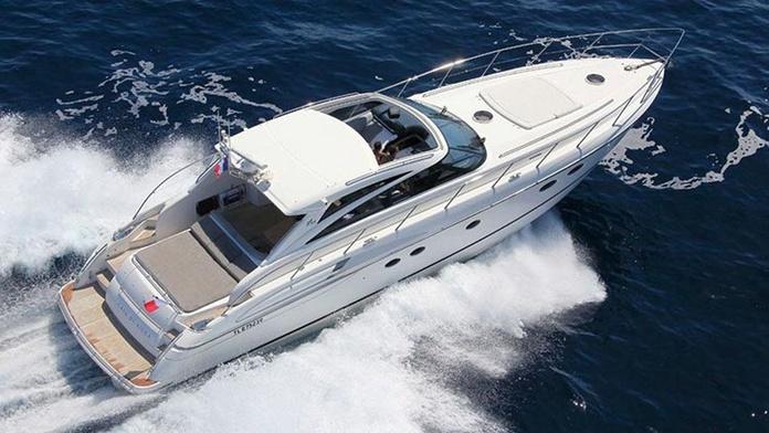 Modelo Princess V 58: Nuestros barcos de Menorca Mar & Charter