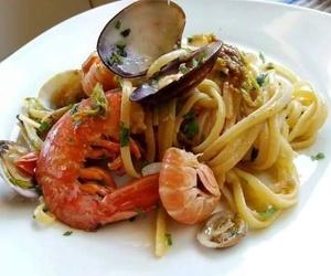 Pasta fresca con marisco (tagliatelle ai frutti di mare)