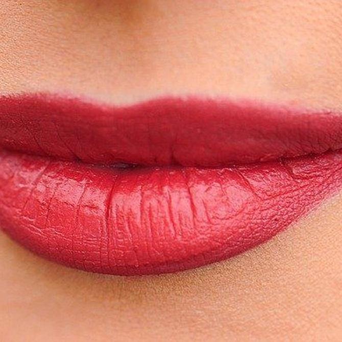 ¿Cómo lucir unos labios brillantes?