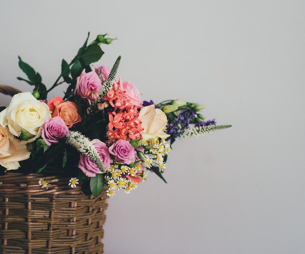 Cuatro momentos en que regalar productos de artesanía a una mujer