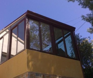 enclosures with fixed roof