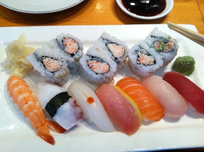 Uramaki (8 piezas): Menús of Kiniro Sushi