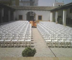 Galería de Alquiler de sillas, mesas y menaje en Jerez de la Frontera | Alquileres Soto-Arriaza, S.L.