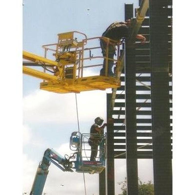 Montaje de estructuras metálicas: Productos y Servicios de F Mera - Vejer