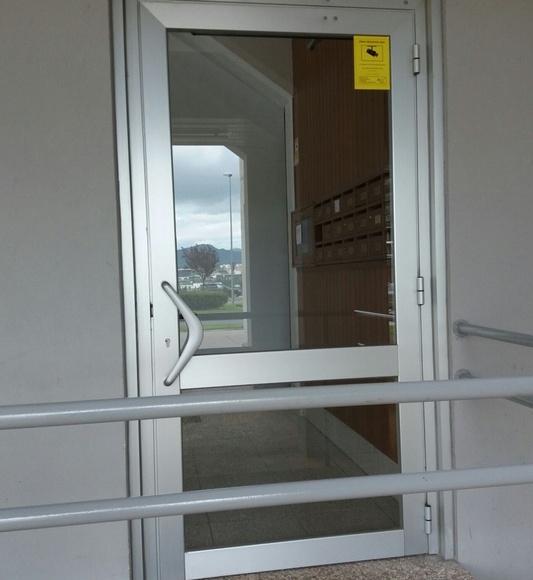 Puertas eléctricas para minusválidos: Servicios de Perfilcolor