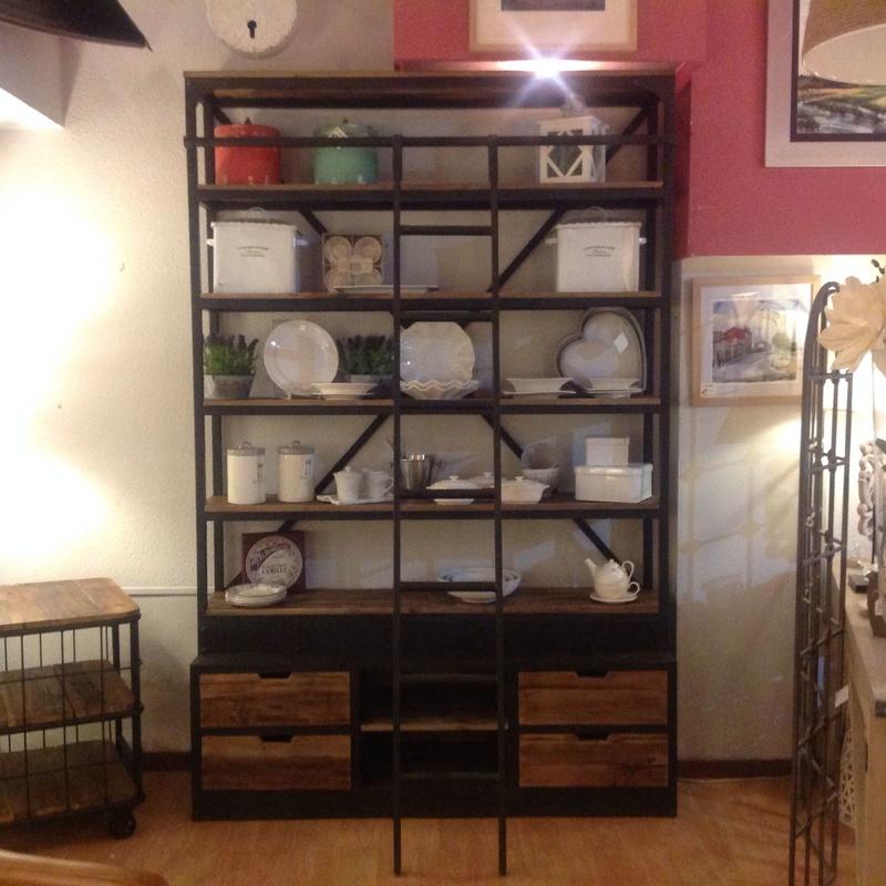 Librería Alta en hierro y madera con escalera: Catálogo de Ste Odile Decoración
