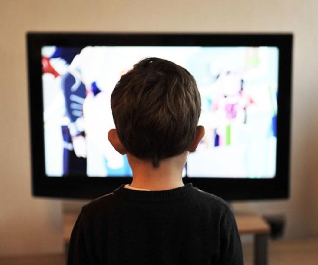 Ventajas y desventajas de la televisión para los niños