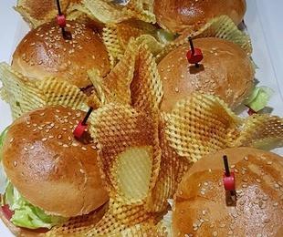 Bocadillos y hamburguesas