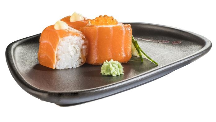 Roll de salmón con queso (6u.)  5,50€: Carta de Restaurante Sowu
