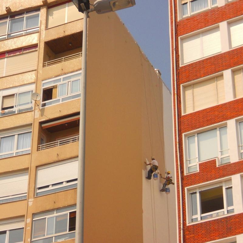 Reparación de fachada en Santander. Trabajos verticales Cantabria.