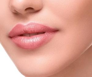 Aumento de pómulos, labios…