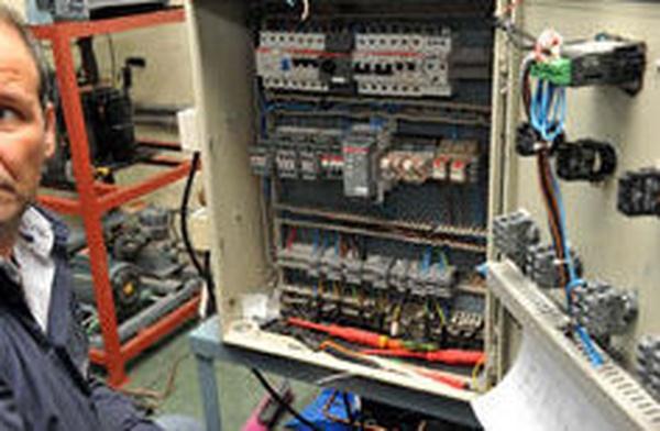 Electricista: Servicios de Alziservicios