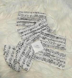 Mascarillas con tela estampada de partitura musical