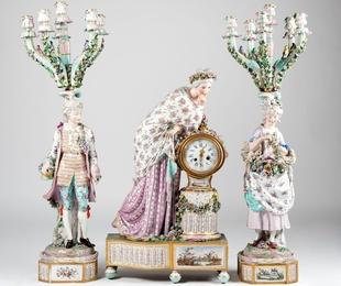 Guarnición de reloj y candelabros de porcelana alemana, S.XIX