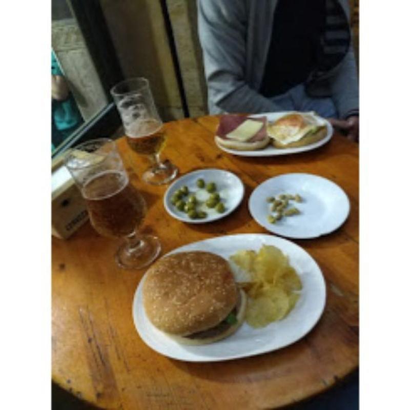 Perritos y hamburguesas: ¿Qué ofrecemos? de El Nido del Búho