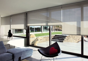 Indoor rollable curtains