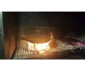 Paella en horno de leña en el Vallés