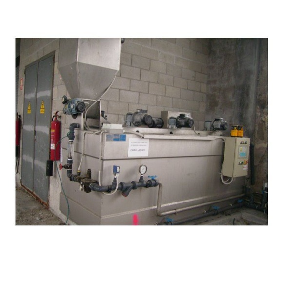 Equipo dosificador en sólido 4000 litros semi nuevo