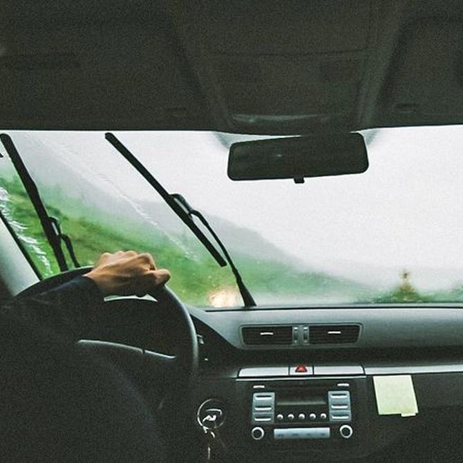 Conducción segura bajo la lluvia