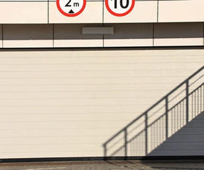 Mantenimiento y reparación de puertas de garaje: Mantenimiento y reparación de PS Manser
