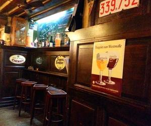 Nuestro local recuerda a los del norte de Europa. Todo de madera y con muchos anuncios de cerveza antiguos.