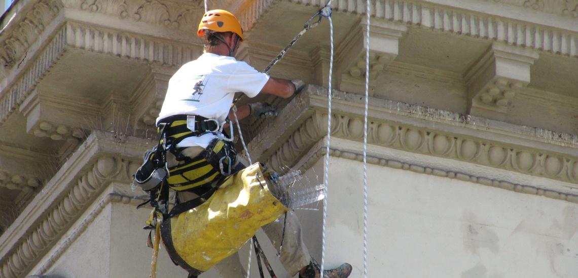 Rehabilitaciones de fachadas en Cantabria y colocación de pinchos antipalomas