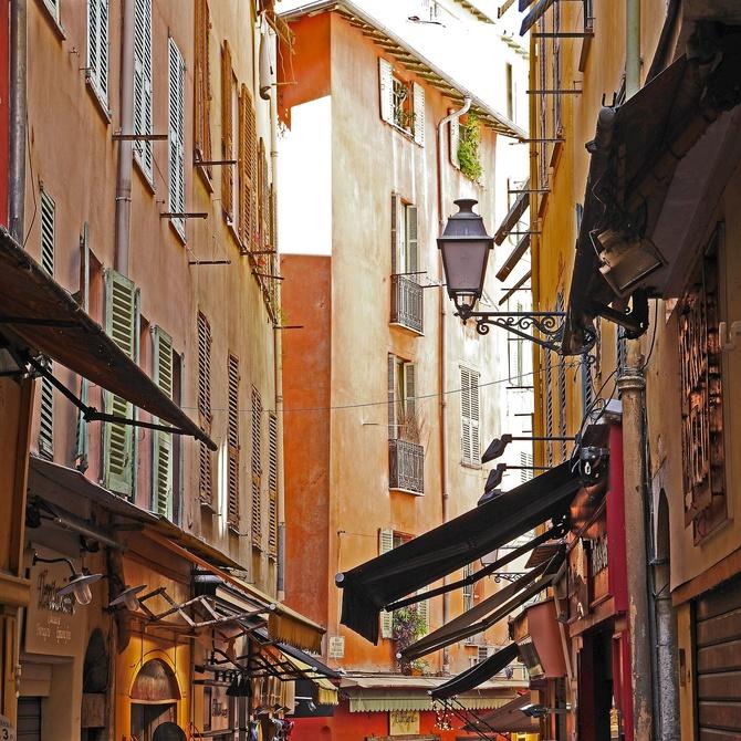 Combatir el calor de Granada con toldos y persianas