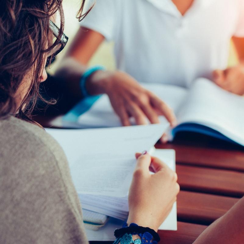 Refuerzo a matemáticas, física y química, lengua e inglés…: Servicios de Academia Iowa